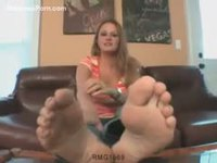 Sexy cougar sharing her knowledge of foot fetish