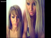 Twin sisters show off their bodies on cam